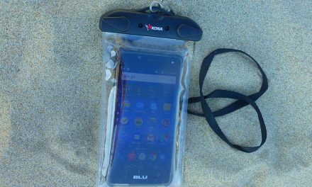 Waterproof Phone Pouch Saves Your Smartphone at the Beach