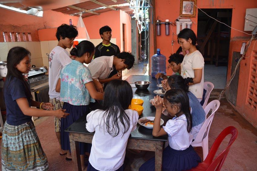 Visitors to Cambodia Documenting Amazing Art Program