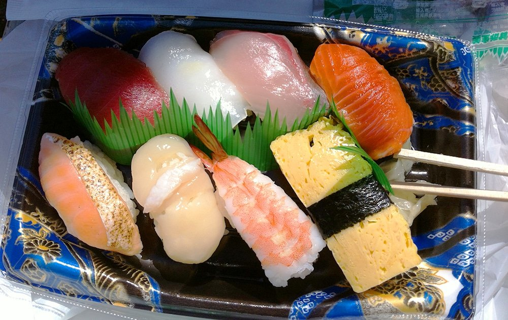 sushi from Tokyo grocery store is fresh, abundant and delicious