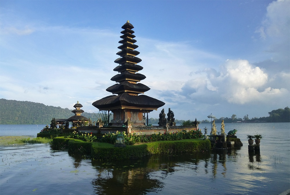 Pura Lingga Petak Temple by the Lake