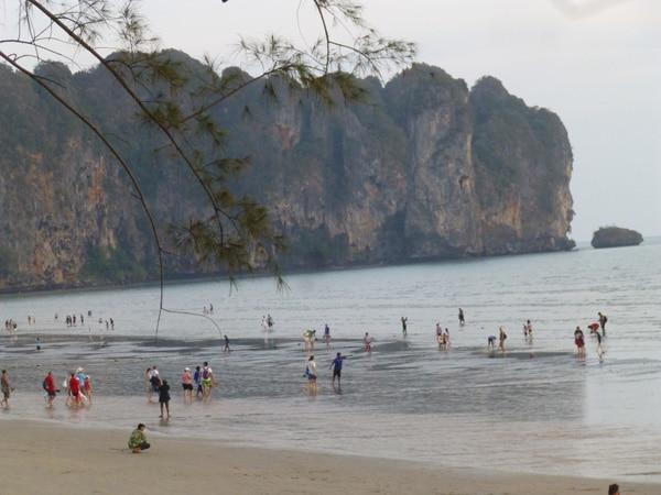 Ao-Nang-Beach-Cliffs