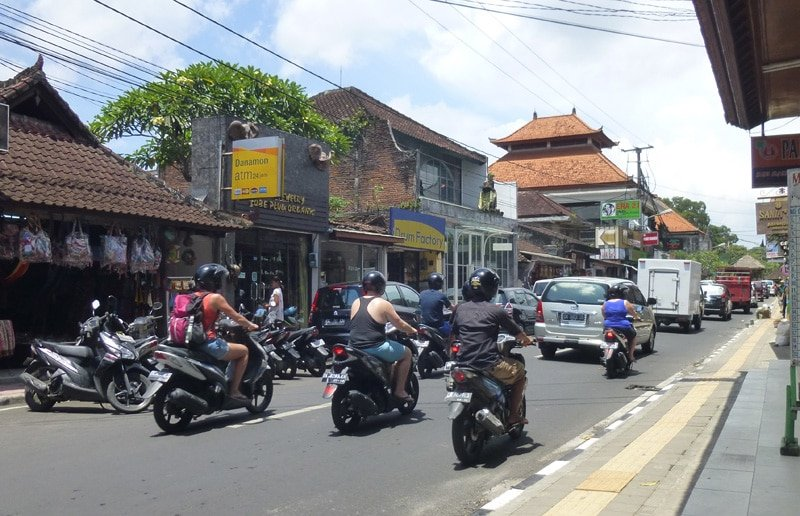 Crazy-Motorcycle-Ride-in-Ubud,-Bali